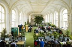 egyterű iroda, iroda, irodai munka, munkahelyi motiváció