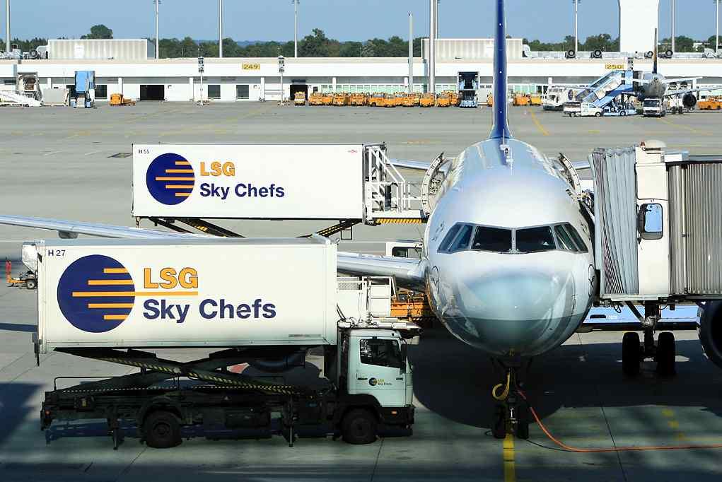 Rakodják be az utasok ebédjét (fotó: flickr/Mark Scheieferdecker)