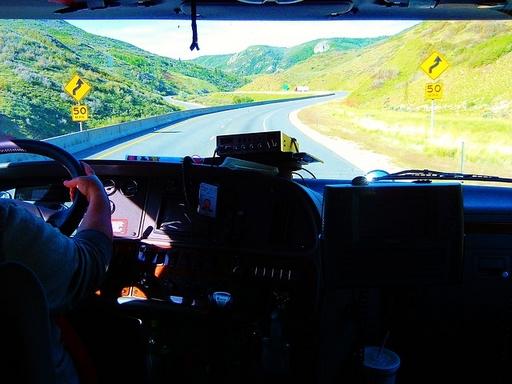 teherautó sofőr vezet