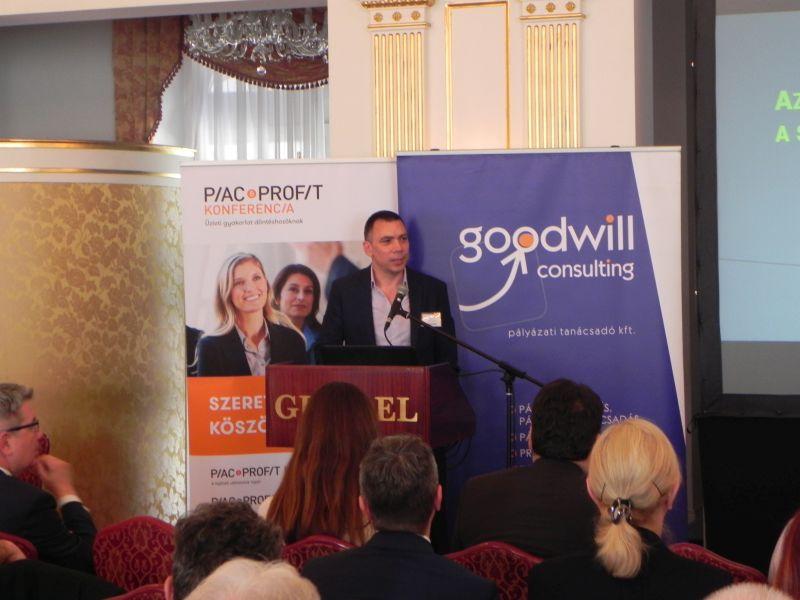 Kováts Péter előad a Cégvezetők Csúcstalálkozóján  Kép:PP