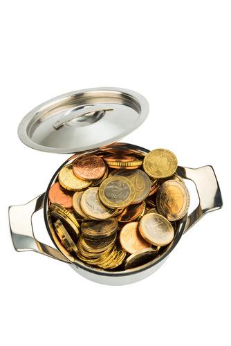 pénzérmék egy fazékban