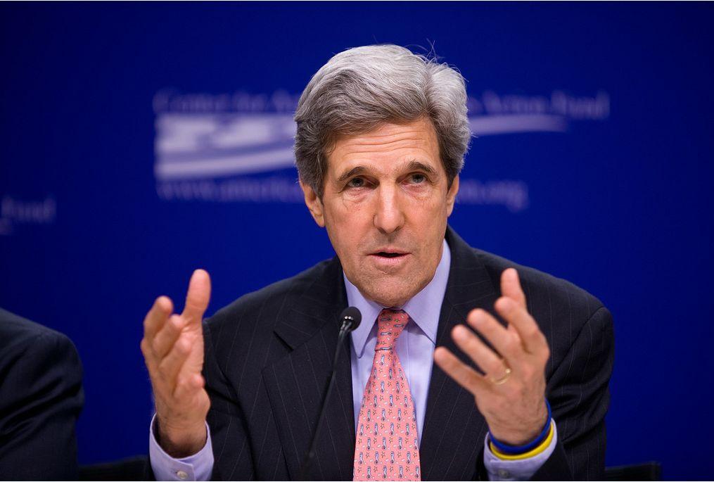 Ex-külügyminiszter - érdekes színes karkötőkkel a bal karján. (fotó: Flickr/Center for American Progress)