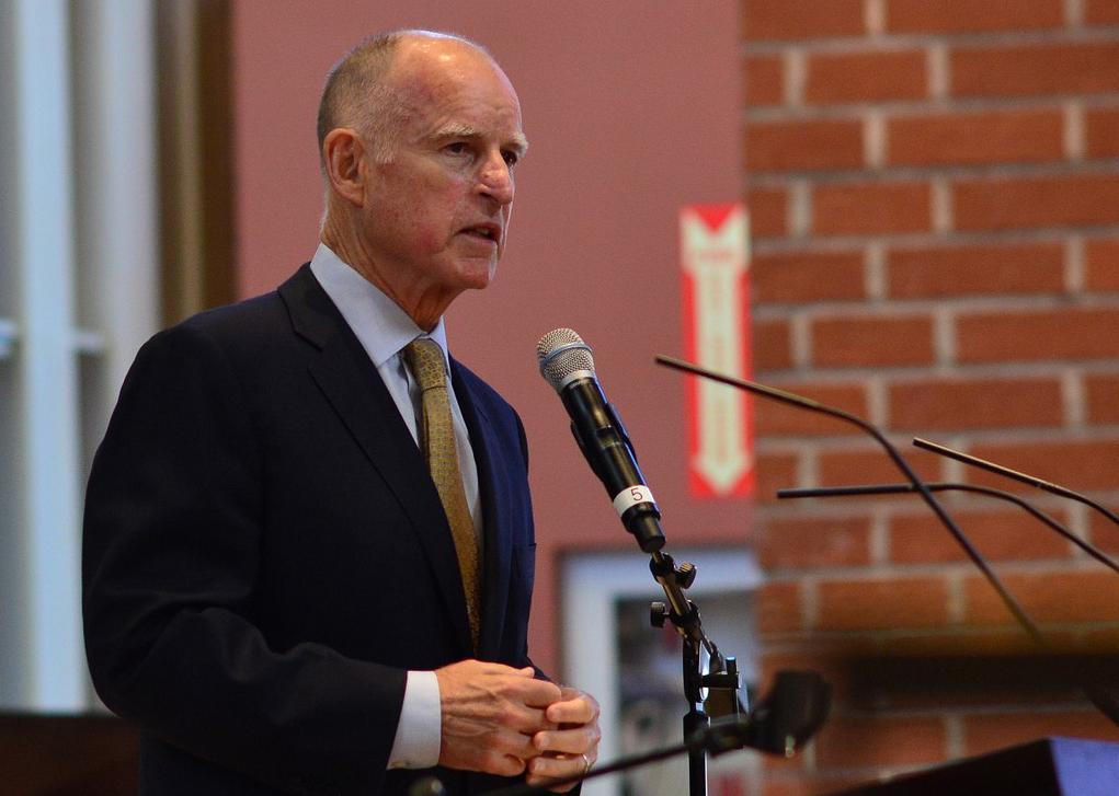 Kalifornia kormányzója, Jerry Brown szónokol. (fotó: Flickr/Neon Tommy)