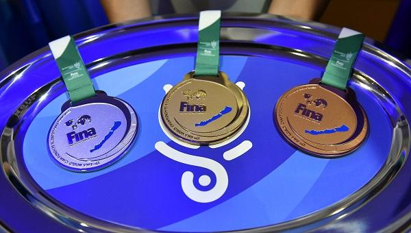 A magyarországi vizes világbajnokság nyíltvízi versenyszámának érmei MTI Fotó: Illyés Tibor
