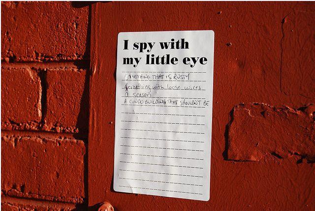 Te a kicsi szép szemeddel kémkedsz, ők meg a hiperszuper masináikkal. (fotó: Flickr/Global Panorama)