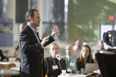 hatékony cégvezetés, tárgyalási technikák, testbeszéd