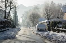 közlekedés, közlekedésbiztonság, síelés, téli gumi, téli vezetés