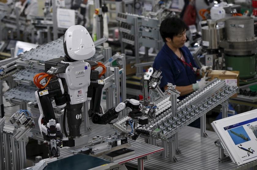 Robot + munkás