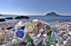 emisszió, hulladék, italos palack, kibocsátás, környezetszennyezés, légszennyezés, mikrorost, műanyag, óceán, plasztik, polietilén, szemét, szén-dioxid, tenger, üvegházgáz