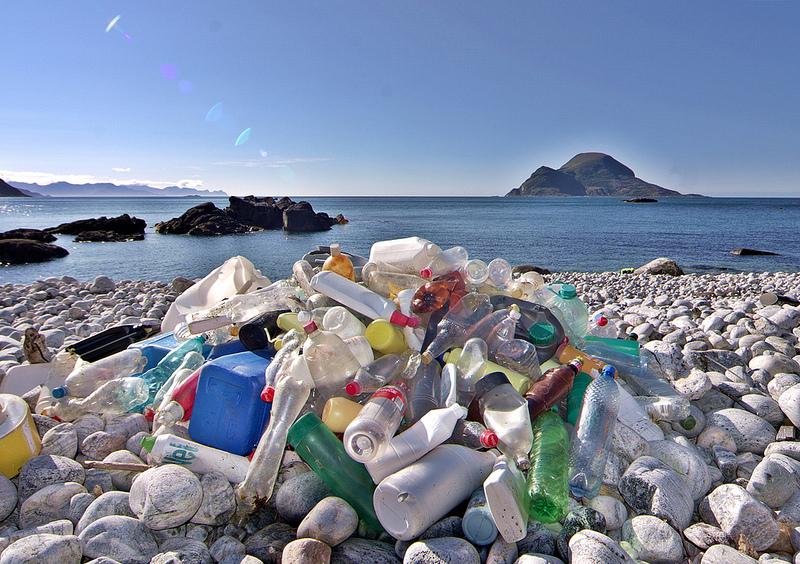 Műanyaghulladékból összeállt sziget az óceánban Fotó: Flickr/Bo Eide