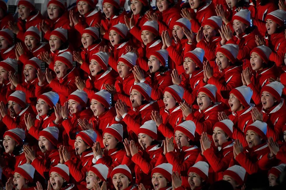 Észak-Korea egyenruhás szurkolócsapata a téli olimpián MTI Fotó: Czeglédi Zsolt
