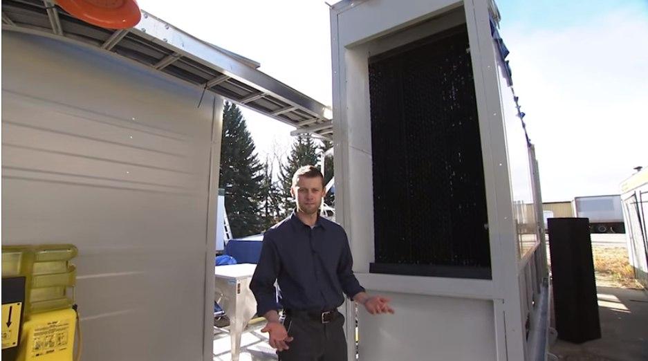 Így néz ki a kanadai Carbon Engineering Ltd karbonelszívó berendezése (Fotó: YouTube/Carbon Engineering)