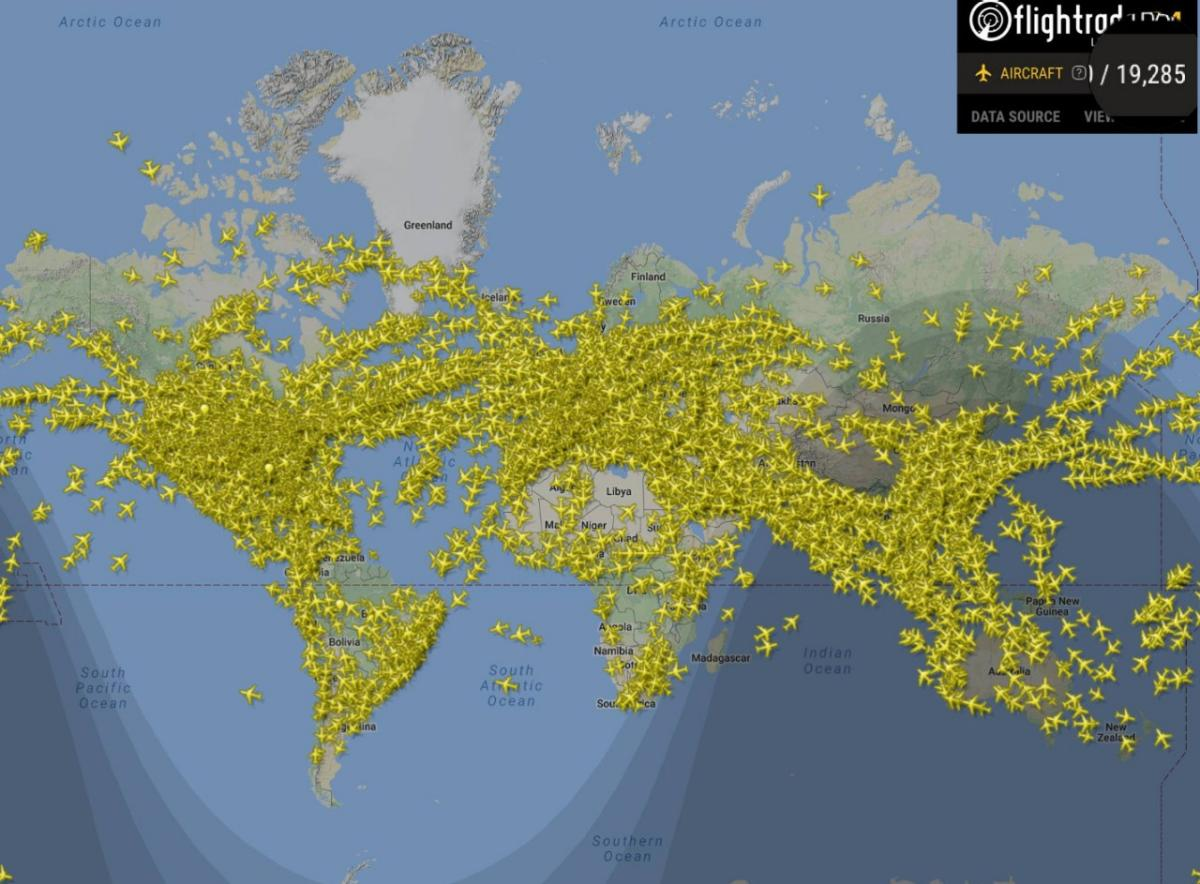 A Flightradar24 járatkövető képernyője szombaton