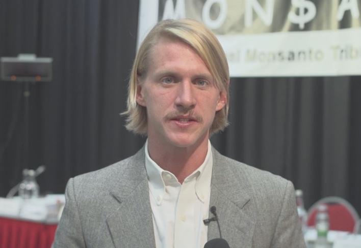 Fess és fiatal. Timothy Litzenburg, a Monsanto ellen pert nyerő ügyvéd. (fotó: Vimeo/Monsanto Tribunal)