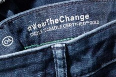 biológiailag lebomló, divat, farmer, komposztálható, környezetkímélő, márka, nadrág, öltözet, ruha, toxikus, vegyi anyag, zöld vállalat