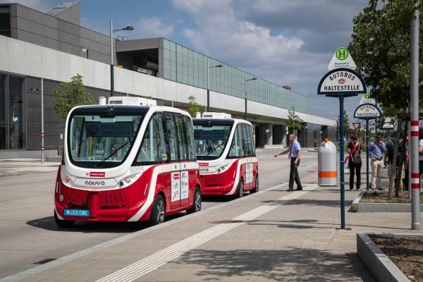 A Wiener Linien két önvezető autóbusza Seestadt Aspernben © Wiener Linien / Manfred Helmer