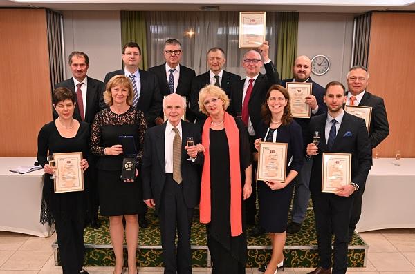 Az Üzleti Etikai Díj 2018-as díjazottjai és az alapítók - Kép: PP, Fotó: Hatlaczky Balázs