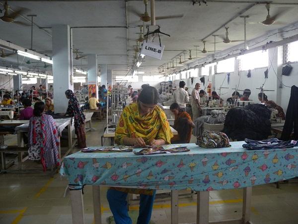 Egy bangladeshi divatipari cég.... Kép: Global