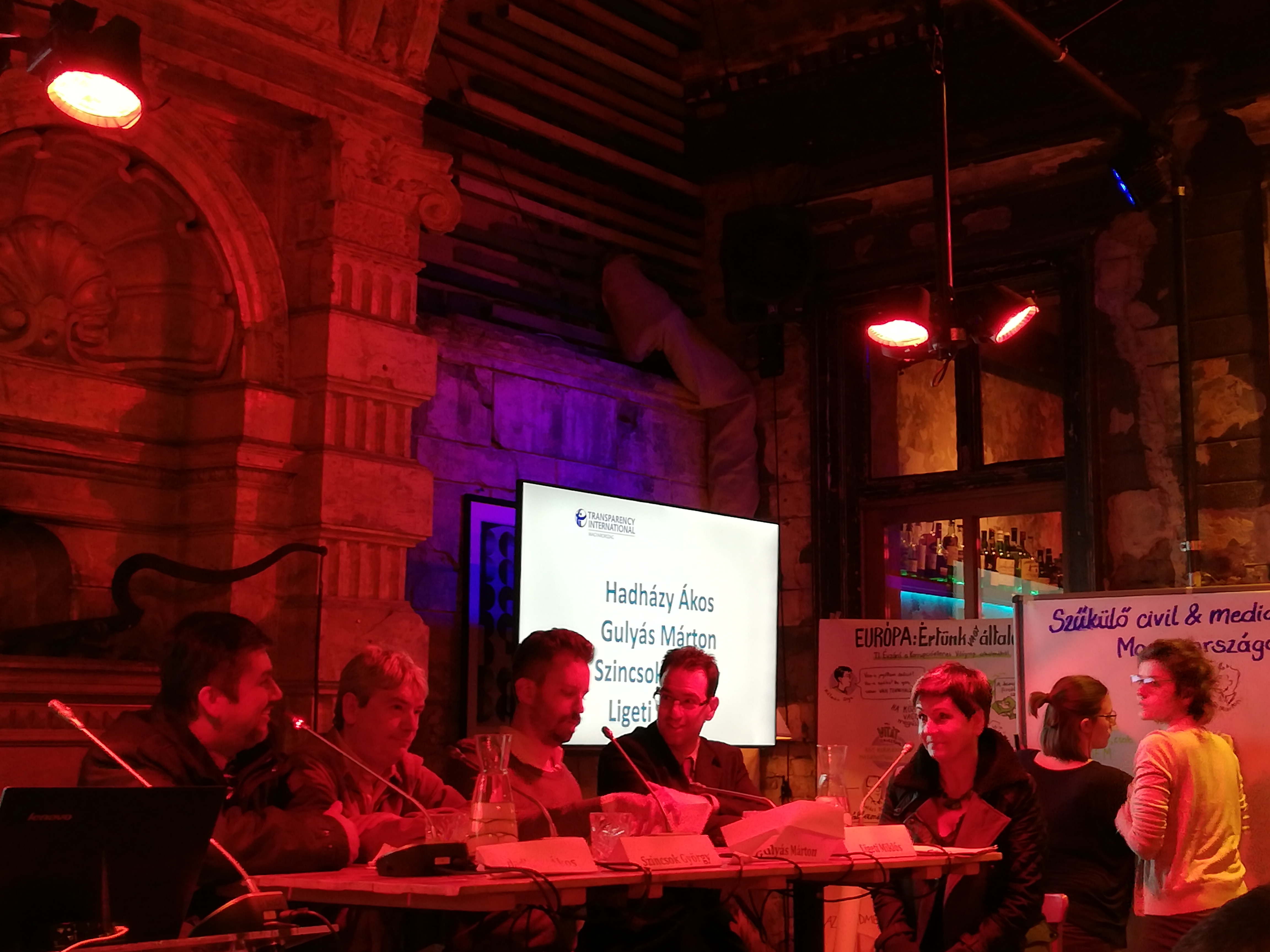 Panelbeszélgetés. Bal szélen Hadházy Ákos (Fotó: PP)
