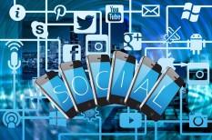 adat, adatvezérelt, algoritmus, barát, call to action, célcsoport, celeb, facebook, feed, ford, hangfelismerő, hírfolyam, influencer, instagram, internet, közösségi média, magány, megítélés, mém, piac & profit, piac és profit, posztol, sztori, targetálás, tesla, vásárlói persona, webáruház, youtube