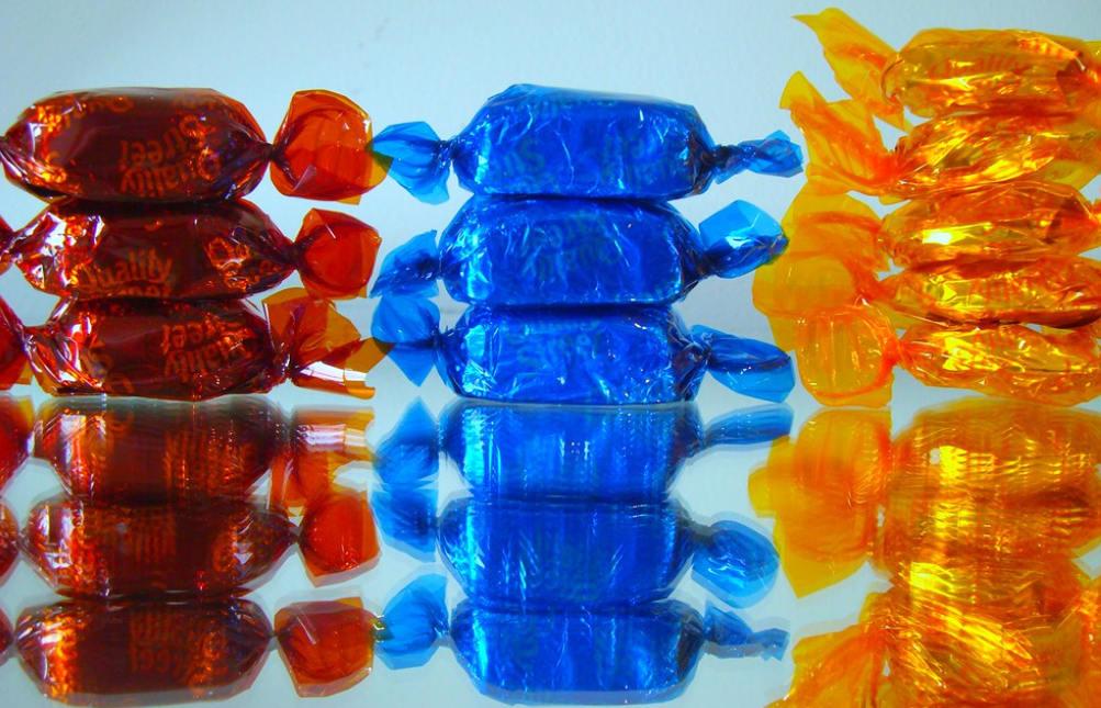 Minden egyes cukorka külön csomagolásban van. (Fotó: Flickr/scribbletaylor)