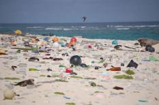centiméter, kupak, mikroműanyag, mikroplasztik, műanyag, óceán, plasztik, szemét, szennyezett, sziget, talaj, turistaparadicsom