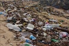 beáraz, csomagolás, emissziókereskedelem, externália, kár, környezetszennyezés, mikroplasztik, műanyag, negatív externália, óceán, plasztik, szennyezett, tenger