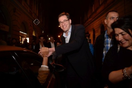 Budapest, 2019. október 13. Karácsony Gergely megválasztott fõpolgármesternek gratulálnak a Kazinczy utcában, útban a fõvárosi eredményváró rendezvényére 2019. október 13-án. MTI/Balogh Zoltán