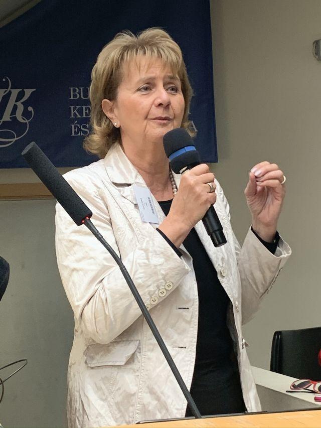 Szűts Ildikó, az OHE elnöke
